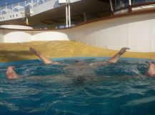 aida_aura-spass_im_pool-3