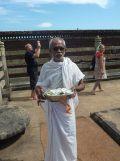 mangalore-gomatheshwara-priester