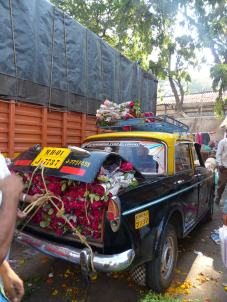 mumbai-blumenmarkt-rosen-taxi