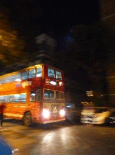 mumbai-colaba-roter_bus
