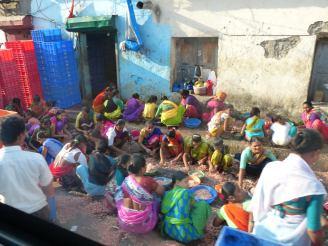 mumbai-fischmarkt-frauen_sari