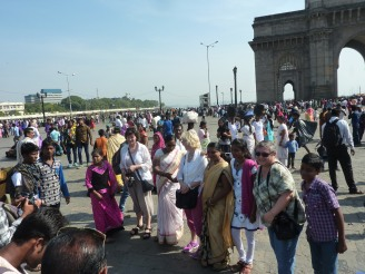 mumbai-gateway_of_india-menschen