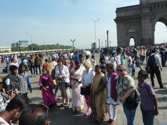 mumbai-gateway_of_india-menschen