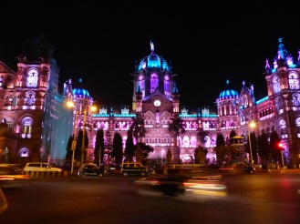 mumbai-viktoria_station-nacht