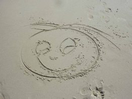 Warnemuende-Sand-Gesicht