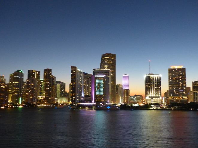 Miami-Skyline-Nacht-1
