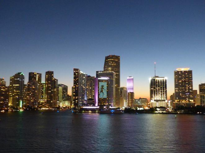 Miami-Skyline-Nacht-1