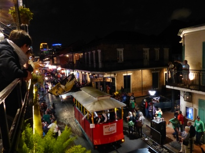 New_Orleans-Bourbon_Street-Parade-3
