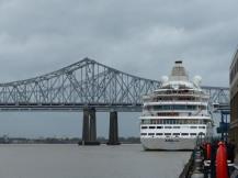 New_Orleans-Riverwalk_Mall-1
