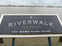 New_Orleans-Riverwalk_Mall-2
