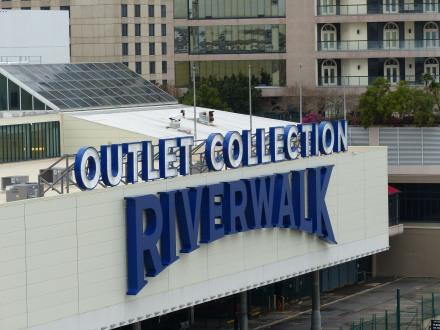 New_Orleans-Riverwalk_Mall-3
