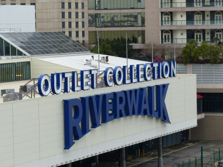 New_Orleans-Riverwalk_Mall-3
