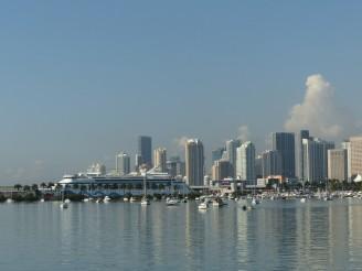 Miami-Skyline-blauer_Himmel-2