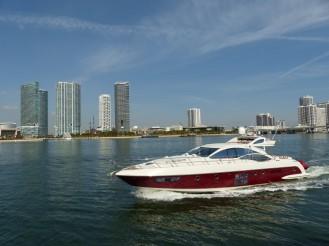 Miami-Skyline-Schnellboot