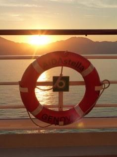 AIDAstella-Rettungsring-Sonnenuntergang