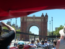Barcelona-Sightseeing_Bus-Triumpfbogen-1