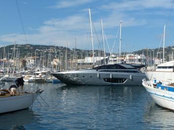 Cannes-Hafen-Yacht-1