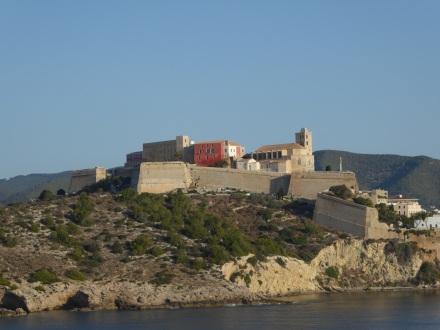 Ibiza-Altstadt-Blick_vom_Meer-3