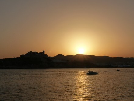 Ibiza-Blick_auf_Altstadt-Sonnenuntergang-1