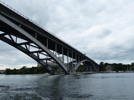 stockholm-bootfahrt-brucke-2