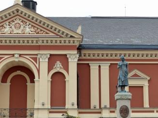 klaipeda-theaterplatz-aennchen_von_tharau_denkmal-1
