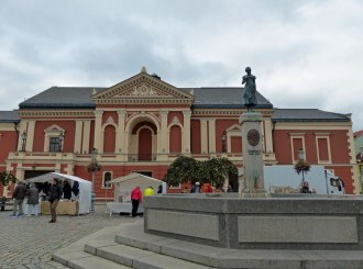 klaipeda-theaterplatz-aennchen_von_tharau_denkmal-2