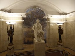 st_petersburg-metro-statue