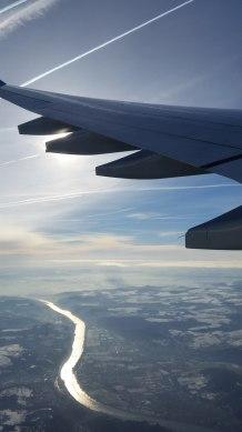 blick_aus_flugzeug-himmel-fluss