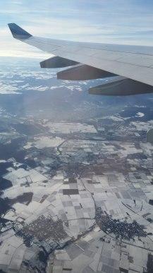 blick_aus_flugzeug-himmel-schneefelder