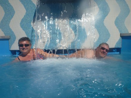 AIDAluna-Pooldeck-Pool-wir-2