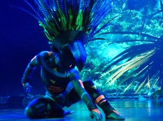 AIDAluna-Theatrium-Show_Nayeli-2