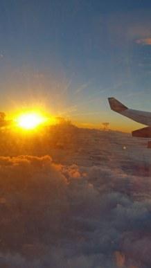 Flugzeug-Ausblick-Wolken-Sonnenaufgang-2