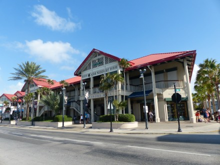 Grand_Cayman-Georgetown-Hauptstrasse-Mall-1