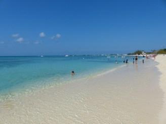 grand_cayman-seven_mile_beach-strand_weiss-meer_tuerkis-1