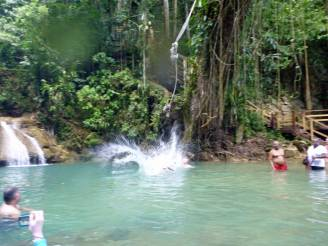 Jamaika-YS_Wasserfaelle-Liane-2