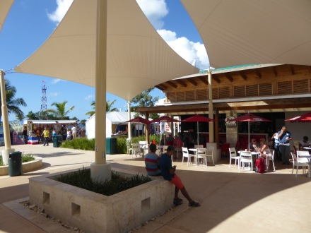 La_Romana-Hafen-Shopping_Meile-1
