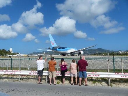 St_Maarten-Maho_Beach-Flugzeug-Start-1