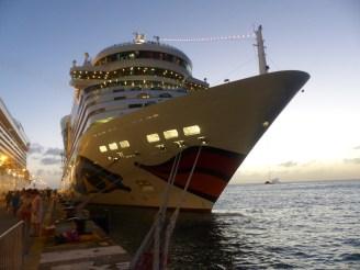 St_Maarten-Philipsburg-Pier-AIDAluna-1