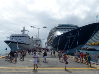 St_Maarten-Philipsburg-Pier-Kreuzfahrtschiffe-1