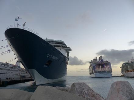 St_Maarten-Philipsburg-Pier-Kreuzfahrtschiffe-4