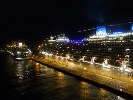St_Maarten-Philipsburg-Pier-Kreuzfahrtschiffe-Abend-1