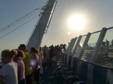 AIDA-Sonnendeck-Vorne-Hafeneinfahrt-1