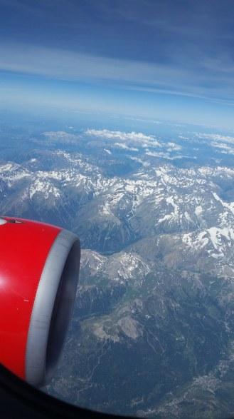 Flugzeug-Ausblick-Berge-Schnee-1