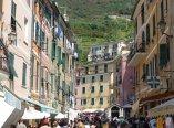 Italien-Cinque_Terre-Vernazza-Altstadt-1