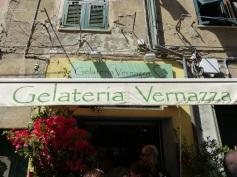 Italien-Cinque_Terre-Vernazza-Altstadt-Eisdiele-1