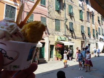 Italien-Cinque_Terre-Vernazza-Altstadt-Eisdiele-3