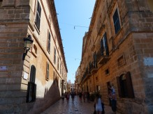 Menorca-Ciutadella-Altstadt-Einkaufsstrasse-1