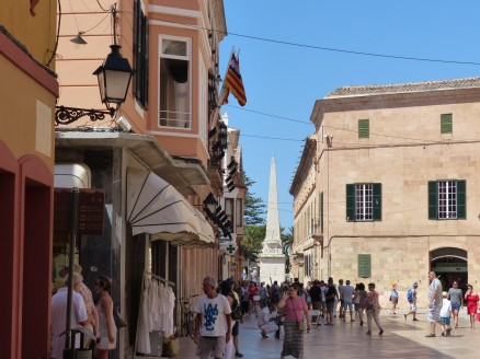 Menorca-Ciutadella-Altstadt-Einkaufsstrasse-2