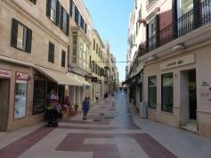 Menorca-Mahon-Altstadt-Einkaufsstrasse-1