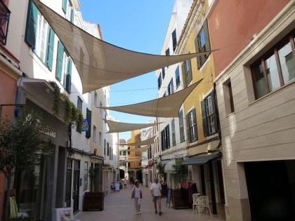 Menorca-Mahon-Altstadt-Einkaufsstrasse-3